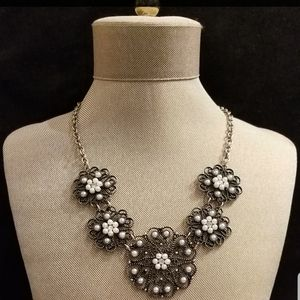 Jewelry - Faux Pearl Statement Necklace